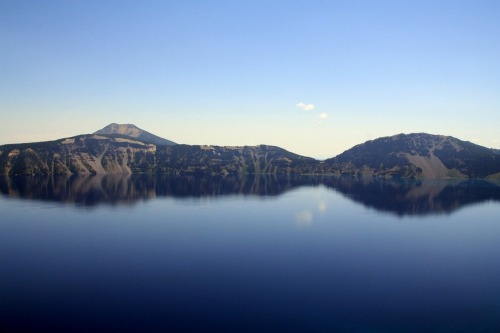 landscapelifescape:  Crater Lake National Park, Oregon, USA  Photo by matt crucius Submitted by mattcrucius
