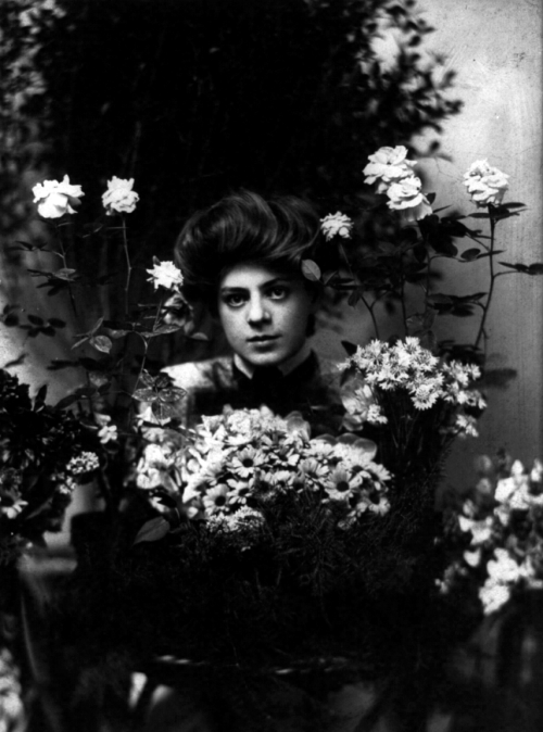 Ethel Barrymore behind a bouqet of flowers, circa 1901 Image Source: Wikimedia Commons