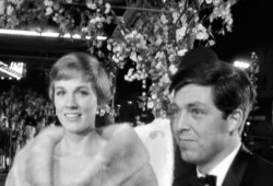 Julie Andrews & Tony Walton. Mary Poppins Gala Premiere, 27 August 1964.
