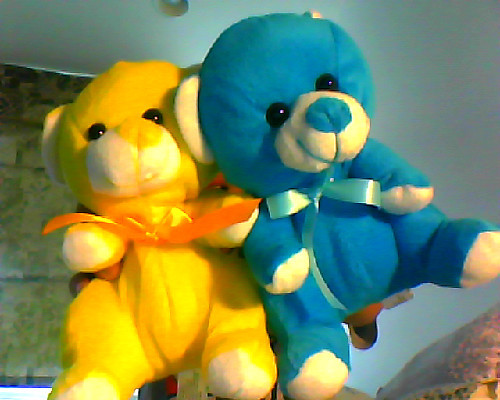yoooomani:  Who wants these ? I don't want them . & yes , the yellow bear has a fucked up nose .  OMG I DO. LMAOLMAO. I'm a loser