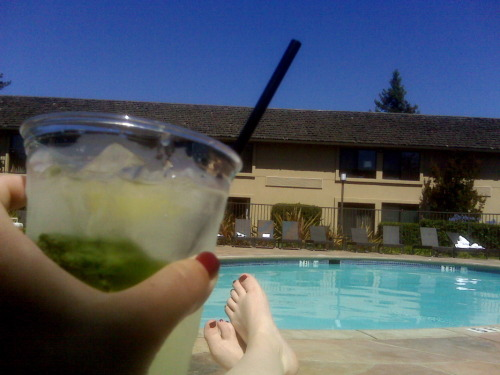 Tonight's good booze: BEST cucumber mojitos ever enjoyed pool side at the Napa Valley Marriott Hotel and Spa. I needed another round to sooth my sunburn the next day :/ Cheers!