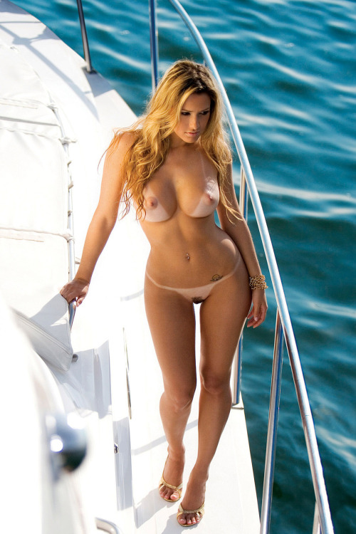 pampussy:  A boat with a sexy blonde at the blue sea » I'm jealous & wish to be there ;-) @PamPussy  (via march-of-the-beauties)