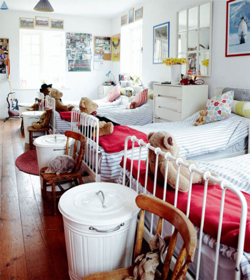 I cant wait to fastforward my time to build a room like this for my kids. :) yvestown:  cardinalacre:  shannonbyhand:  justbesplendid: