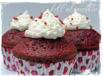 AND - my favorite cake of all time: Red Velvet Cupcakes (via Bell' Alimento)