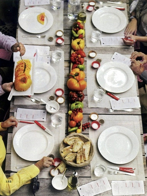 tinywhitedaisies:  everythingfab:  Tablescape Inspiration: You say tomato, I say tomhato