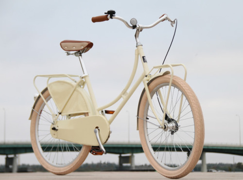 Oh dream bicycle, you are so pretty. I wish I could have you.