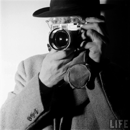 """Henri Cartier-Bresson at work"" photo from 1955 by Dmitri Kessel via LIFE and theshinyboogie and chagalov"