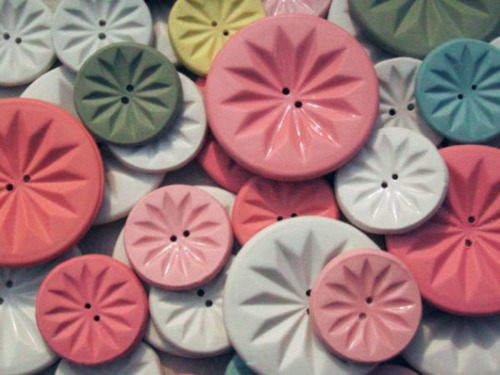 somehowlou:  ceramic buttons