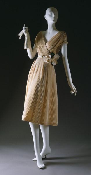 """Partie Fine"" dress by Christian Dior, spring/summer 1951. (I got an anonymous request for 1940s and 1950s evening gowns, hence the many posts dedicated to these recently. Hope you guys don't mind.) Would wear this to my prom!"