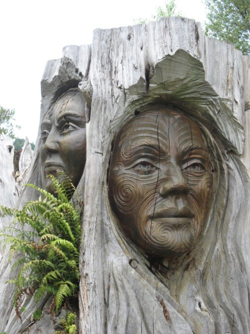 vampirica:  blogthoven:  adsertoris:  zasu: Maori carvings, New Zealand    This is beautiful.