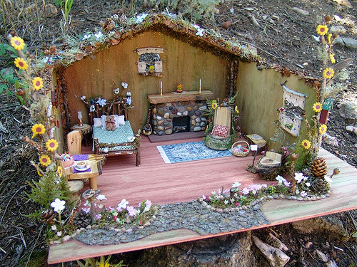ifmylifewasafairytale:  thankgodimpretty:  Fairy house!