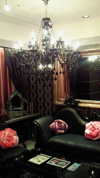 Oh yes. I love black lace and creepy victorian styled rooms!  sweethomestyle:  gothiccharmschool:  Why doesn't my living room look like this? Why? pigtailsandcombatboots:  dreamingviolet:  annachronique:  candy-injection:misswonderlandxo:pearmaiden   I want to live here.