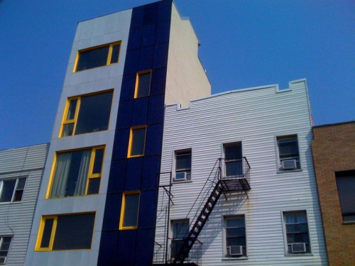 Just noticed this building in Willyburg, Brooklyn has a partial solar façade. I'm sure in sunny, progressive western states this is seen all the time but not in NYC. I like it!