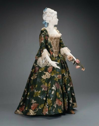 defunctfashion:  Day Dress | c. 1753  I want a replica of this so badly!