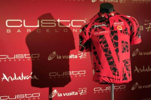 The new leader's jersey for this year's Vuelta. Not a new revelation but revisiting an article from earlier this year on the Italian Cycling Journal blog because I'm excited about th third and final Grand Tour this year.  Excited does not necessarily mean I approve of this jersey design;)