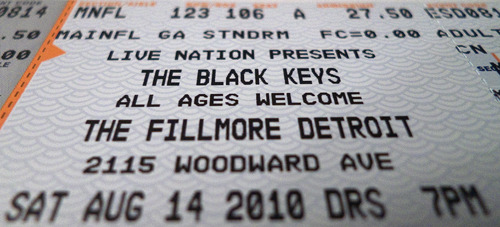 Jealous. Wish I were going to this. graycard:  THE BLACK KEYS!TONIGHT!!