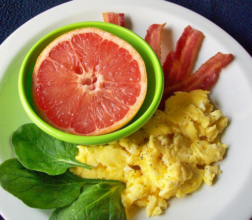 prettygirlfood:  Scrambled Eggs, Bacon, and Grapefruit — (via prettygirlfood)  Source: Breanna Comfort