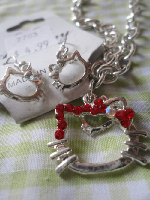 hello kitty red rhinestone bracelet & silver earrings / ilikehan