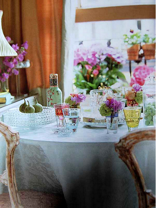 vintagerosebrocante:  everythingfab:  Tablescape Inspiration: In love with Vintage!