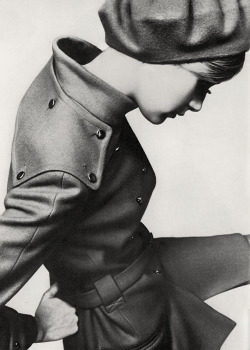 Twiggy by Just Jaeckin. Great jacket! Love the shoulderpadding and thick textile. via pjmix via youthquakers: 1st September 1967 - UK Vogue