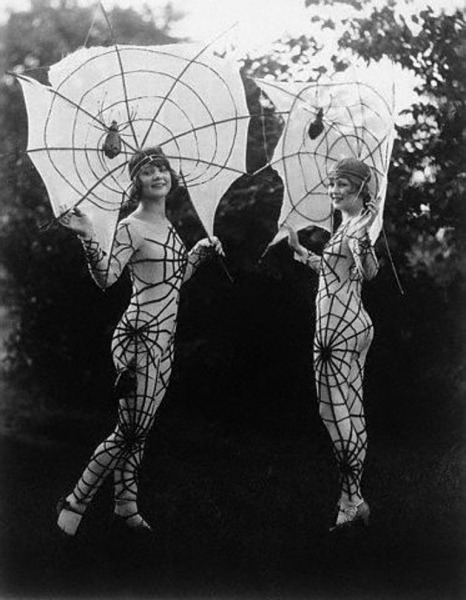 mothgirlwings:   mothgirlwings:  Spider Women c. 1927