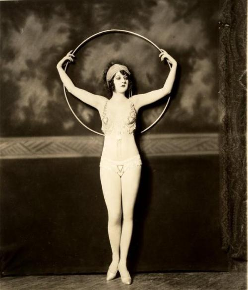 ziegfeld-follies:  Katherine Burke Photo:  Alfred Cheney Johnston