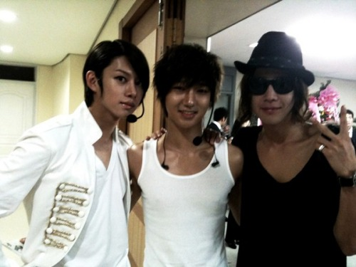 heechul looks like a barbie! and jang geun suk is hot. like always. :p