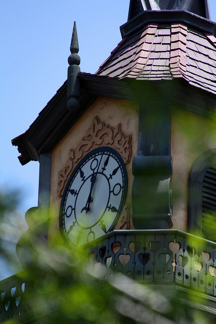 disneyphilia:  Fantasyland Clock (by fotofreak84)