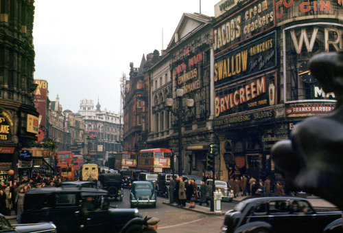 notnadia:miraculous:demons:     1940s' London in color