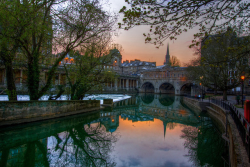 fuckyeahtravelinspirations:  (by Scott Bourke) Pulteney Bridge, Bath, England, Great Britain