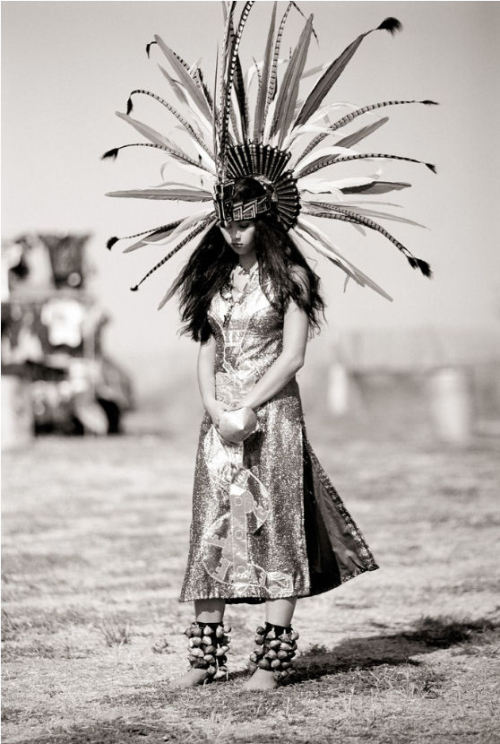 The Indian Queen, Larry Gerbrandt Lurex dress and feathers headdress … Best styling ever !