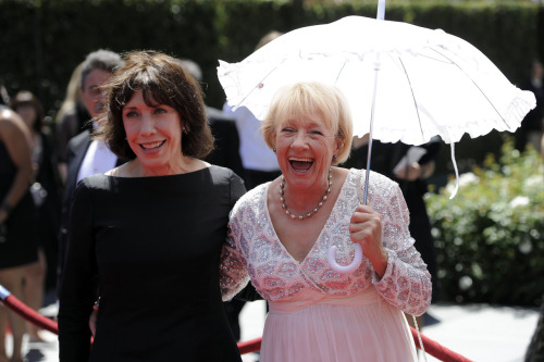 vontrapp:  tomfoolery815:  Lily Tomlin and Kathryn Joosten at the Creative Arts Emmys tonight (Aug. 21, 2010).