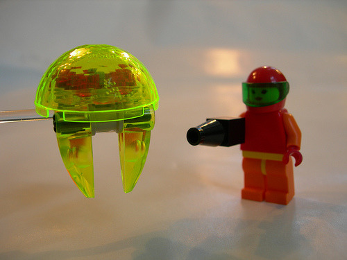 fuckyeahsamusaran:  toodamnninja:  awesome Lego Metroid and Samus Aran more pics on graznador's flickr stream   In anticipation of Metroid: Other M coming out Aug. 31st.