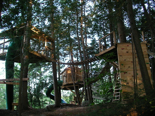 gardenofsimple:  girlyme:  sweethomestyle:  Michael Greenwood Treehouse