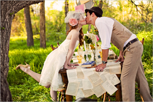 bride2be:  taxidermychurch:Vintage Eco Friendly Wedding Ideas | The Wedding Chicks digging the table runner [i think that's what it is called?]