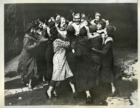 Clark Gable gets mobbed by a bunch of women.  Too bad this isn't in HQ, it's EPIC.