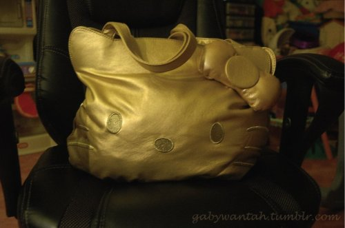 My New Gold Hello Kitty Purse / gabywantah