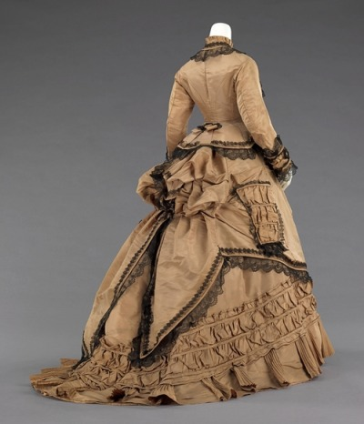 defunctfashion:  Walking Dress | c. 1870