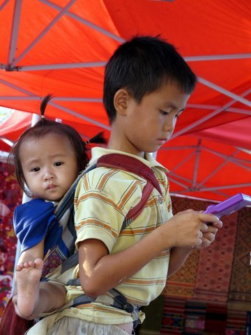 Multitasking, Laos