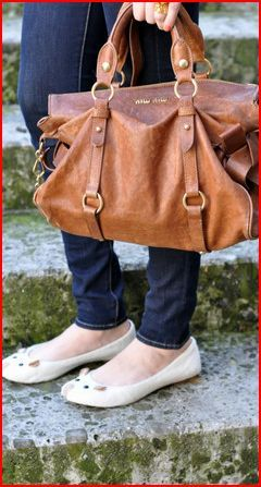 Marc Jacobs flats and Miu Miu bow bag. Click here for photo source.