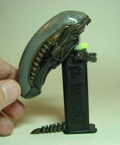 Alien PEZ dispenser. I feel that @PeteVenters needs one of these. Yes.
