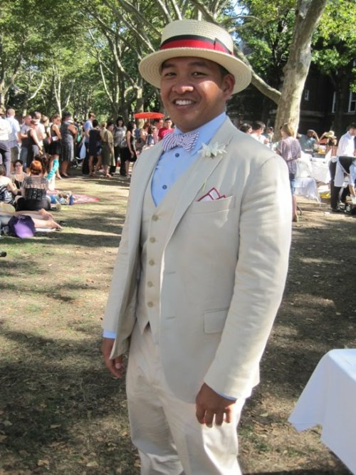 Photos from the Jazz Age Picnic at New York's Governor's Island, over at the Fine & Dandy blog.