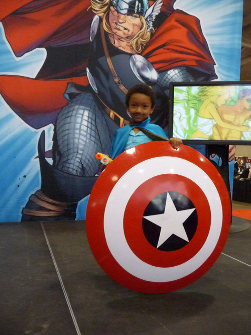 How do you make Lando Calrissian cooler? Give him Captain America's shield and turn him into a kid. One of my favorite pics from Fan Expo Canada. I wanted to high five the hell out of the kid's dad.
