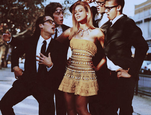 (via iconicbeyonce) I would totally be the dude on the far left if I were every in Beyonce's presence.