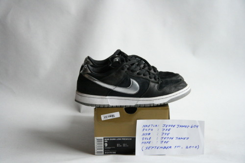 "NIKE DUNK LOW PREMIUM SB: ""TAKASHI 2"" SIZE: 9 / CONDITION: LIGHTLY WORN  NOTES: EXTRA (GREY) SHOELACES INCLUDED PRICE: $75 (OR BEST OFFER (ALL OFFERS WELCOME))  MORE PHOTOS: CLICK HERE"