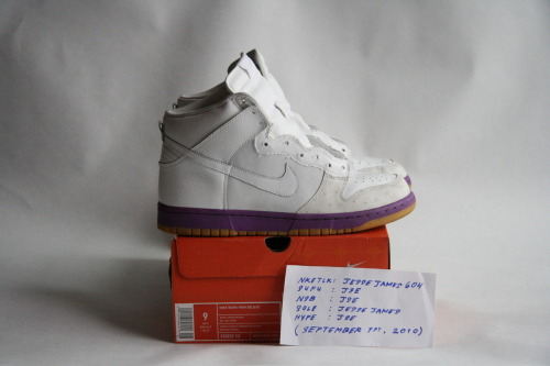 "NIKE DUNK HI DELUXE: ""PURPLE MITA"" (2005?) SIZE: 9 / CONDITION: NEARLY DEADSTOCK   NOTES: ORIGINAL SHOELACES INCLUDEDPRICE: $120 (OR BEST OFFER (ALL OFFERS WELCOME))  MORE PHOTOS: CLICK HERE"