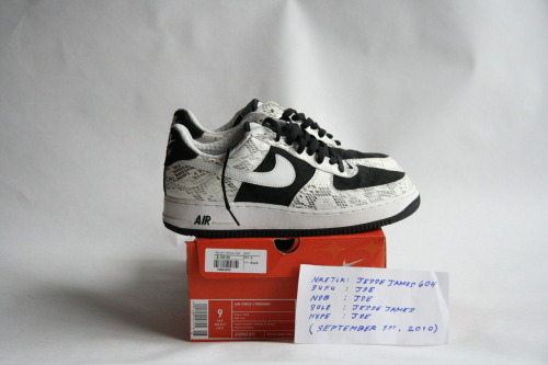 "NIKE AIR FORCE 1 PREMIUM: ""UNCOCOA""  SIZE: 9 / CONDITION: VERY NEARLY DEADSTOCK   NOTES: SNAKESKIN/NUBUCK PRICE: $120 (OR BEST OFFER (ALL OFFERS WELCOME))  MORE PHOTOS: CLICK HERE"