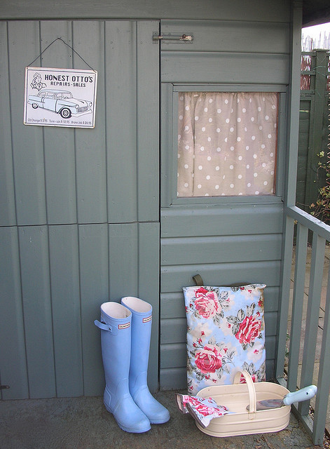 girlyme:  Garden shed! (by toriejayne)