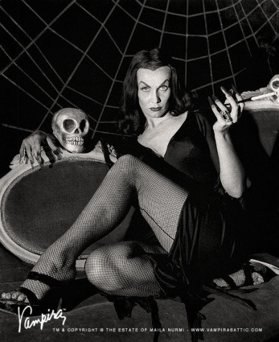 fuckyeahvampira:  1954 on The Vampira Show Set.