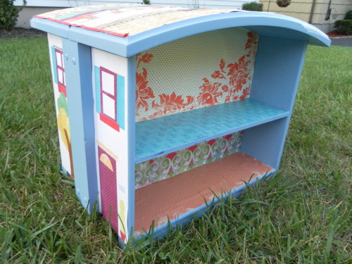 suziebeezie:  This is genius! learningwithbella:  Dollhouse made from drawers from Nice Girl Notes